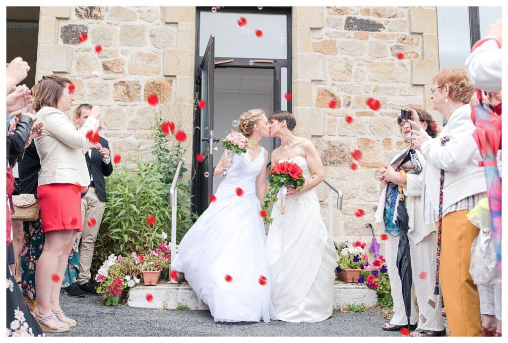 mariage-sortie-mairie-petales
