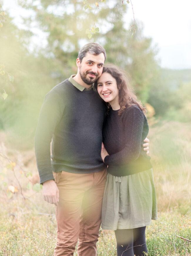Séance photo de couple dans la nature