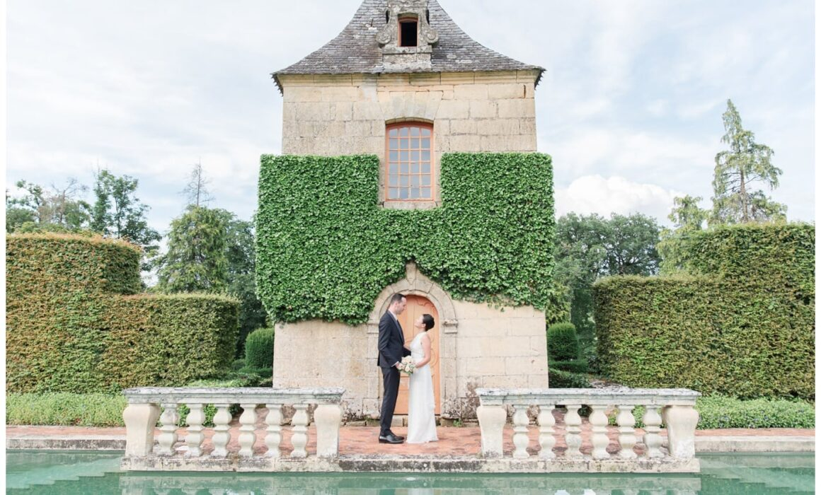 Mariés dans les jardins d'Eyrignac